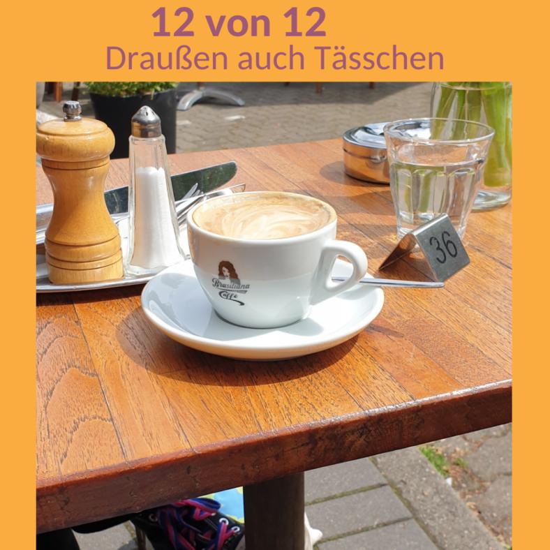 Ein Kaffee und ein Glas Wasser auf einem Tisch