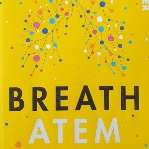 """ein gelbes Buch mit dem Titel """"Breath - Arem"""""""